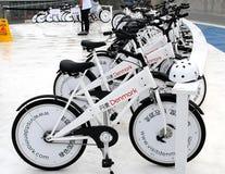 Weiße Fahrräder auf Shanghai-AUSSTELLUNG Stockfotos