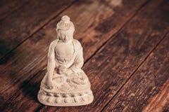 Weiße Figürchen des Buddhas des Fossils stockbild