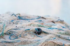 Weiße Fischernetze und Fischen lizenzfreie stockfotografie
