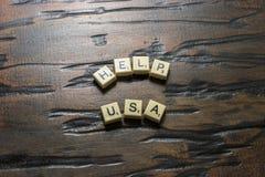 Weiße Fliesenhilfe USA auf Woodgrain stockfoto