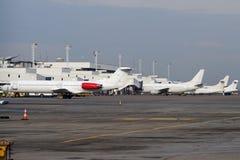 Weiße Flugzeuge lizenzfreie stockfotos