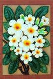 Weiße Frangipaniblumenstatue Stockfoto