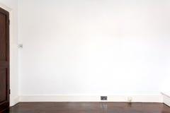 Weiße Galeriewand, Hintergrund. Stockfotografie