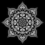 Weiße Gekritzelskizze des Mandalamusters stock abbildung