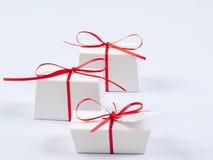Weiße Geschenk-Kästen Stockbild