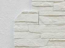 Weiße graue Stuckgipsbeschaffenheit und weiße Dekoration entsteint Ziegelsteinhintergrundmuster Nachgemachtes SteinwandInnendekor Lizenzfreie Stockfotos