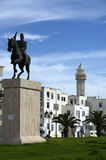 Weiße Häuser und Monument der Freiheit im La Goulette, Tunesien Lizenzfreies Stockfoto
