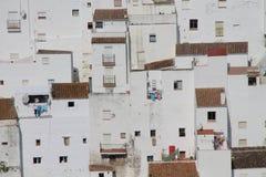 Weiße Häuser von Casares Stockfotos