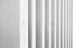 Weiße hölzerne Struktur gemacht von den Planken Stockbilder