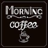 Weiße Hand gezeichnet, ` Morgen-Kaffee ` mit Holzkohle zu bewirken und Ansicht eines Tasse Kaffees auf schwarzem Hintergrund besc Lizenzfreie Stockfotos