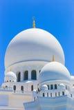 Weiße Hauben der Moschee - Abu Dhabi - Shaiekh Zayed Lizenzfreies Stockfoto
