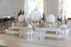 Weiße Hauben der Moschee - Abu Dhabi - Shaiekh Zayed Lizenzfreies Stockbild
