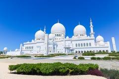 Weiße Hauben der Moschee - Abu Dhabi - Shaiekh Zayed Stockbild