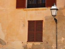 Weiße Hausfassade Stockfotografie