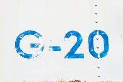 Weiße Hintergrundbeschaffenheit G-Zahl 20 alte Metall Lizenzfreie Stockbilder