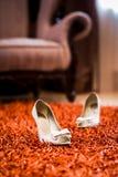 Weiße Hochzeit beschuht Innen Lizenzfreie Stockbilder
