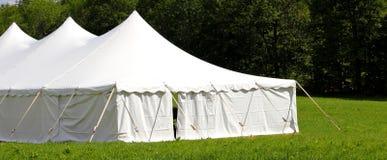 Weiße Hochzeit oder Ereigniszelt Lizenzfreie Stockfotografie
