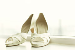 Weiße Hochzeitsschuhe Lizenzfreies Stockbild
