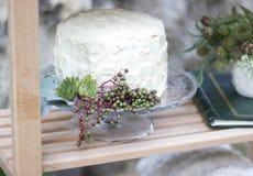 Weiße Hochzeitstorte Stockfoto