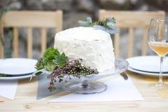 Weiße Hochzeitstorte Stockfotos