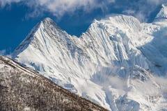 Weiße hohe schneebedeckte Berge von Nepal, Annapurna-Region Lizenzfreies Stockfoto