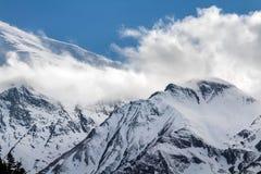 Weiße hohe schneebedeckte Berge von Nepal, Annapurna-Region Stockfotos