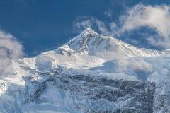 Weiße hohe schneebedeckte Berge von Nepal, Annapurna-Region Stockbild