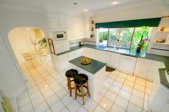 Weiße Küche stockbilder