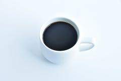 Weiße Kaffeetasse auf weißem Hintergrund Stockfotos