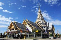 Weiße Kapelle bei Wat Sothonwararam Lizenzfreie Stockfotografie