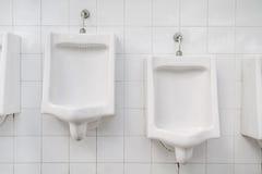 Weiße keramische Toiletten Lizenzfreies Stockfoto