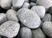 Weiße Kiesel mit granitartiger Beschaffenheit Stockfoto