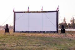 Weiße Kinoleinwand und Sprecher Stockfotografie