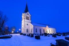 Weiße Kirche im kleinen Dorf von Schweden Stockbilder