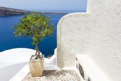 Weiße Kirche in Santorini, Griechenland lizenzfreies stockfoto