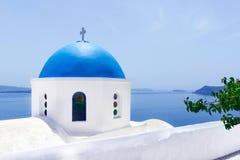 Weiße Kirche in Santorini, Griechenland stockfotografie