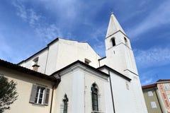 Weiße Kirche von Izola Stockfotografie