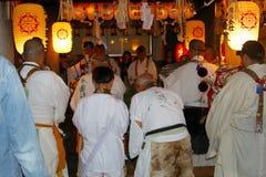 Weiße Kleidung des Tempels der Mannreligiösen feier, Osaka stockfoto