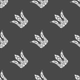 Weiße Krone des nahtlosen Musters auf einem Dunkelfeld Lizenzfreie Stockfotografie