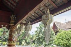 Weiße Laterne in einem buddhistischen Tempel lizenzfreie stockfotografie