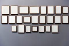 Weiße leere Plakate des Feldmodells stockfotos