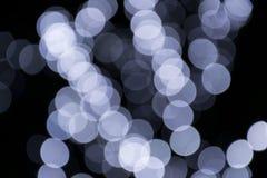 Weiße Lichter Bokeh auf schwarzem Hintergrund Lizenzfreies Stockfoto