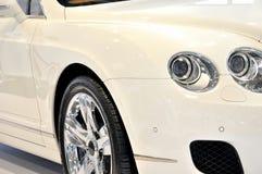 Weiße Limousine in der Luxusart Stockfotografie