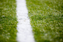 Weiße Linie Hintergrundbeschaffenheit des Fußballfußballplatzgrases Lizenzfreies Stockbild