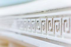 Weiße Linie mit ornavent Abstraktes Architekturinnenraumfragment Muster Lizenzfreie Stockfotografie