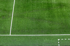 Weiße Linien auf dem Fußballplatz. Stockbilder