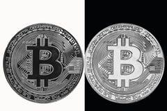Weiße Münze auf einem schwarzen Hintergrund und eine schwarze Münze auf einem weißen Hintergrund Stockbild