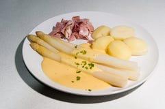 Weiße Mahlzeit des Spargel-(deutscher Spargel) Lizenzfreie Stockfotos