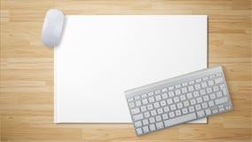 Weiße Maus mit weißer Tastatur auf Weißbuch stockbilder