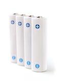 Weiße nachfüllbare AA-Batterien auf weißem Hintergrund Lizenzfreies Stockfoto